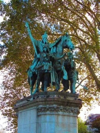 King of Paris Statue
