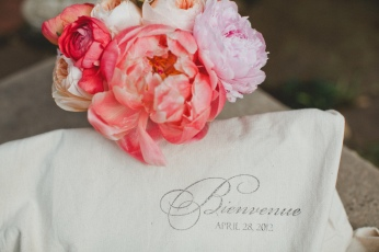 'Bienvenue' welcome bag via MontgomeryFest | Photography by Taylor Lord Photography | Florals by Bows + Arrow