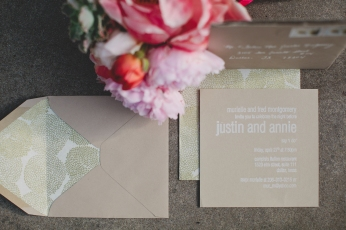 Kraft, gold and white rehearsal dinner invitations via MontgomeryFest | Photography by Taylor Lord Photography | Florals by Bows + Arrows
