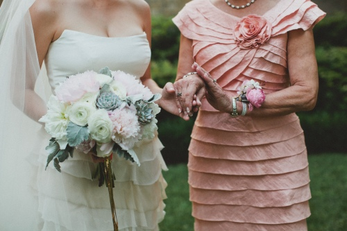 Mother-daughter moment via MontgomeryFest | Photography by Taylor Lord Photography | Florals by Bows and Arrows